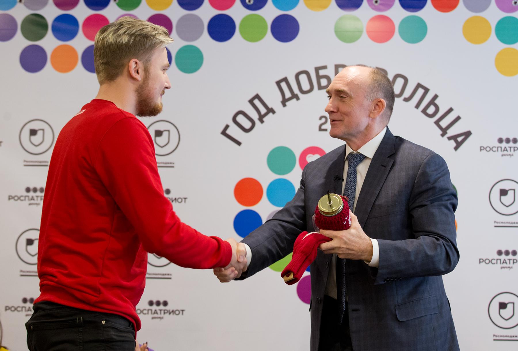 Губернатор Челябинской области Борис Дубровский в преддверии Дня волонтера обсудил реализацию наи