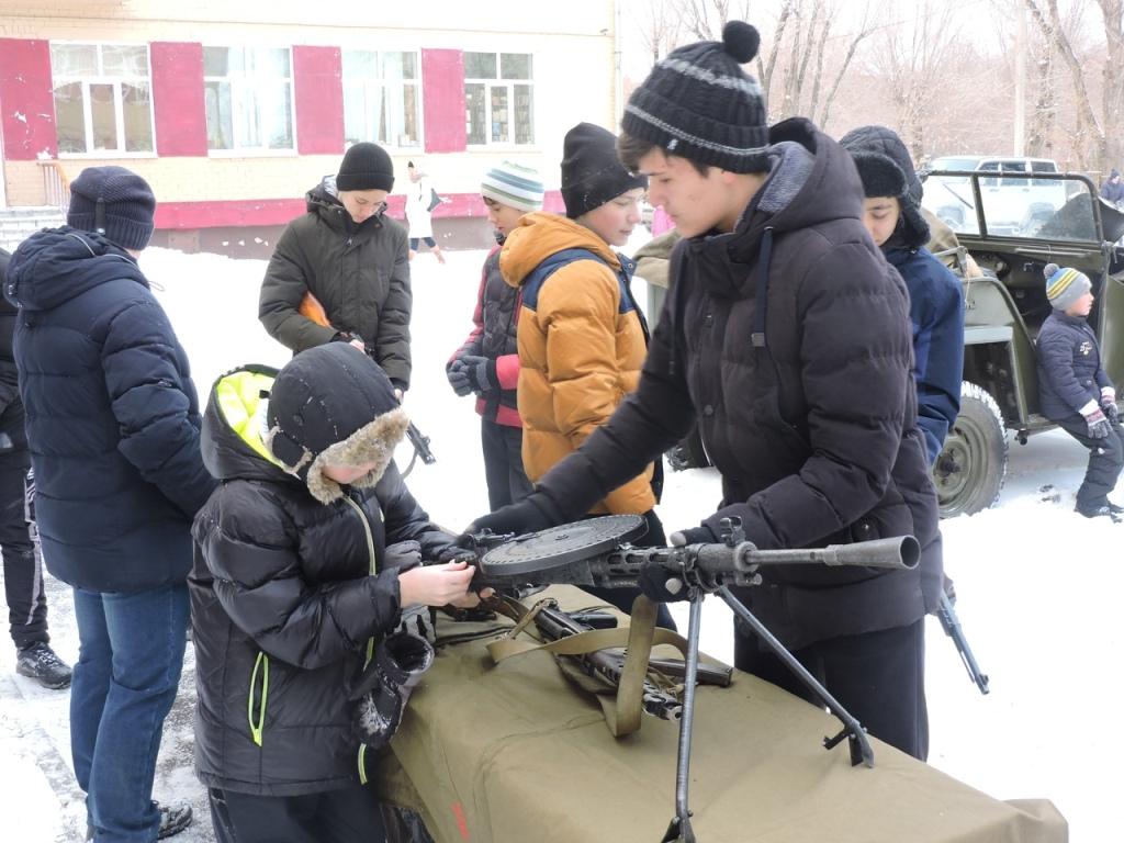 В субботу, первого декабря, в школе №137 Челябинска состоялся военно-исторический праздник. Ребят