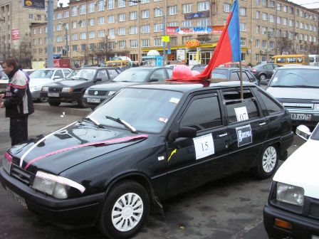 До начала соревнований между сборной автоклуба «СКАТ» и командой мнимых сотрудников ГИБДД состоял