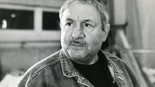 Эрнст Иосифович родился девятого апреля 1925 года в Свердловске (ныне Екатеринбург) в семье еврей