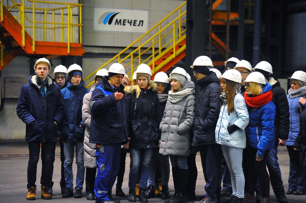 Ребята ознакомились с процессом производства нового вида металлопродукции ЧМК, который начали нед