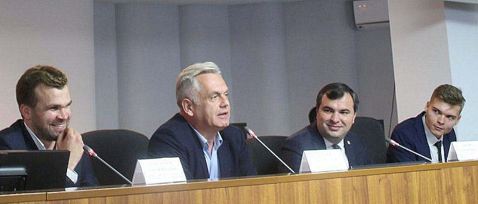 В Магнитогорске прошла встреча молодых активистов со всей Челябинской области, сообщает пресс-слу