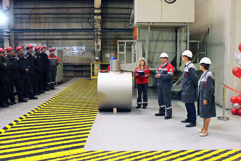 Новый дробеметный комплекс начал свою работу на заводе «Трубодеталь». На торжественном мер