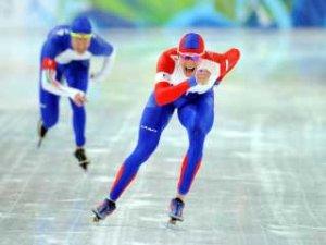 В этапе Кубка мира мужская сборная России одержала победу в командной гонке с рекордом катка. Вто