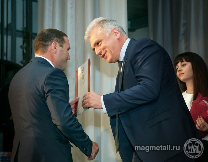Как сообщили агентству «Урал-пресс-информ» в пресс-службе ОАО «ММК-Метиз», в фойе металлургов вст