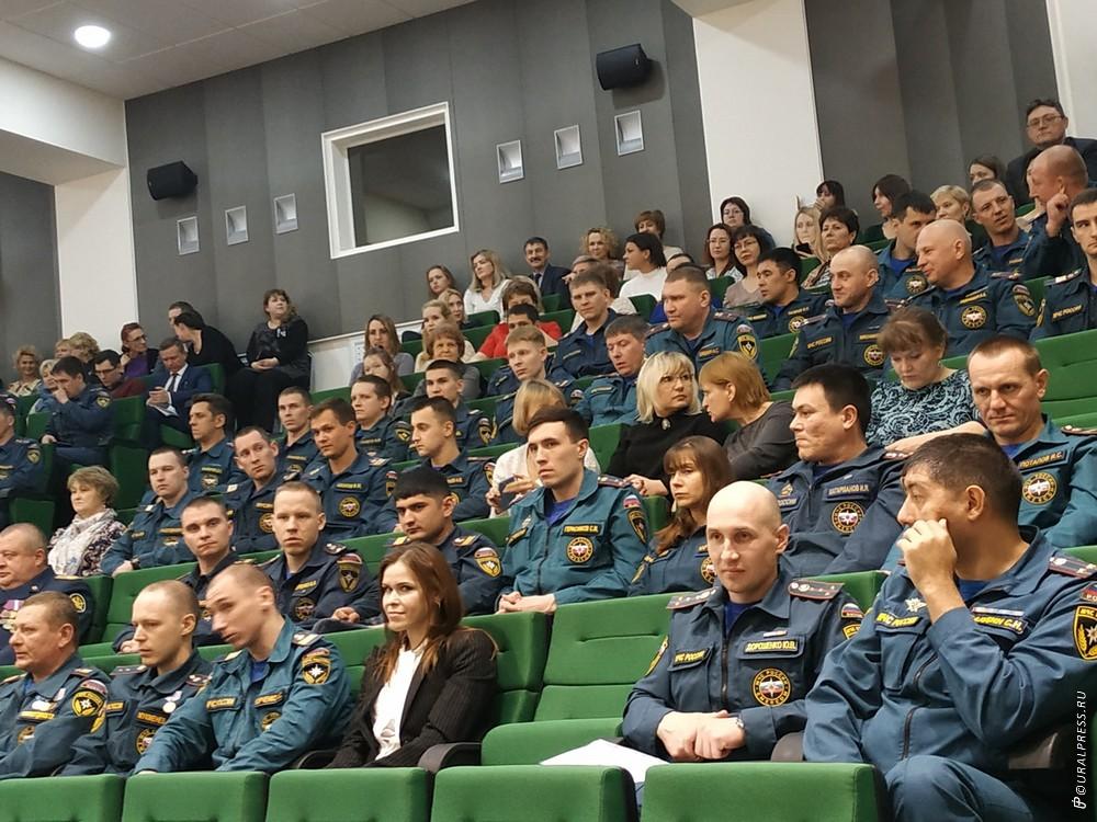 Участники ликвидации чрезвычайной ситуации, связанной с обрушением дома в Магнитогорске (Челябинс