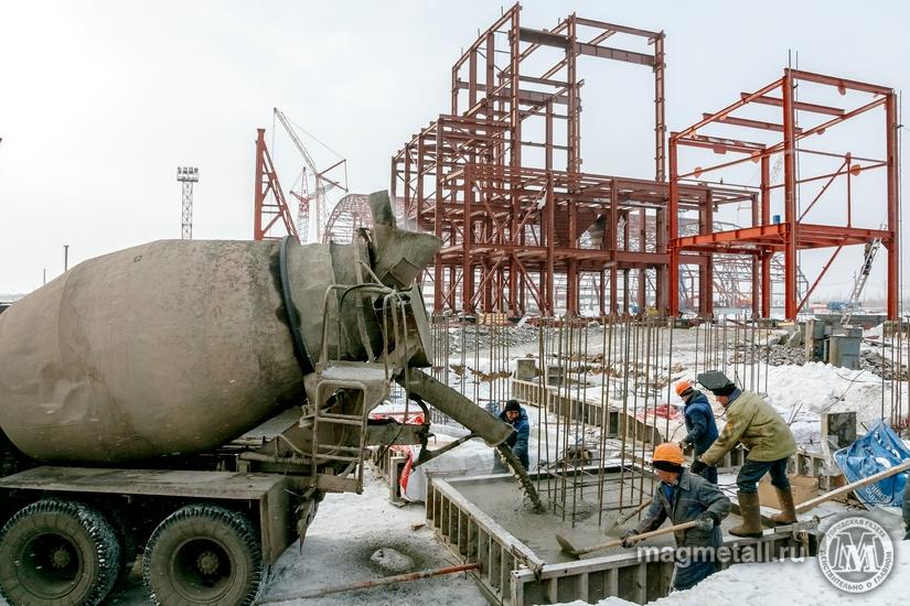 Сначала была распланирована территория и подготовлены фундаменты, сейчас специалисты монтируют ко