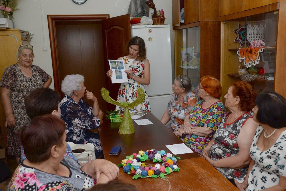 В челябинском поселке Новосинеглазовский стартовал проект для пожилых жителей и членов общественн