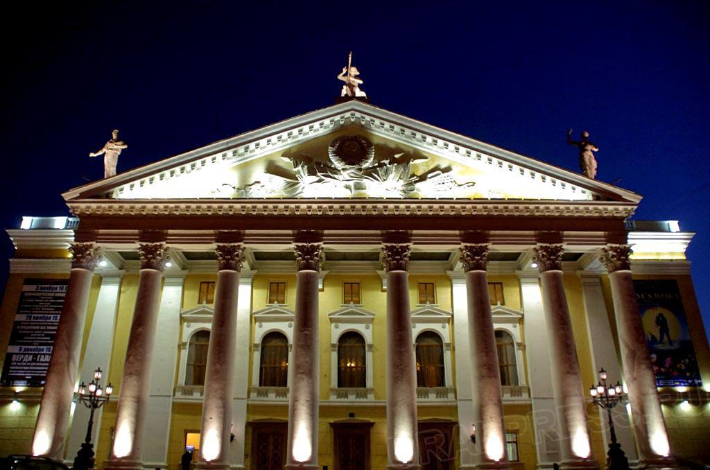 Открывает череду праздничных представлений балет «Щелкунчик» Петра Чайковского. ««Щелкунчик» под