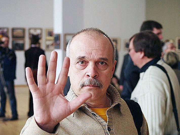 Александра Васильевича не стало на 67 году жизни после тяжёлой болезни. Он проработал в «АиФ» бол