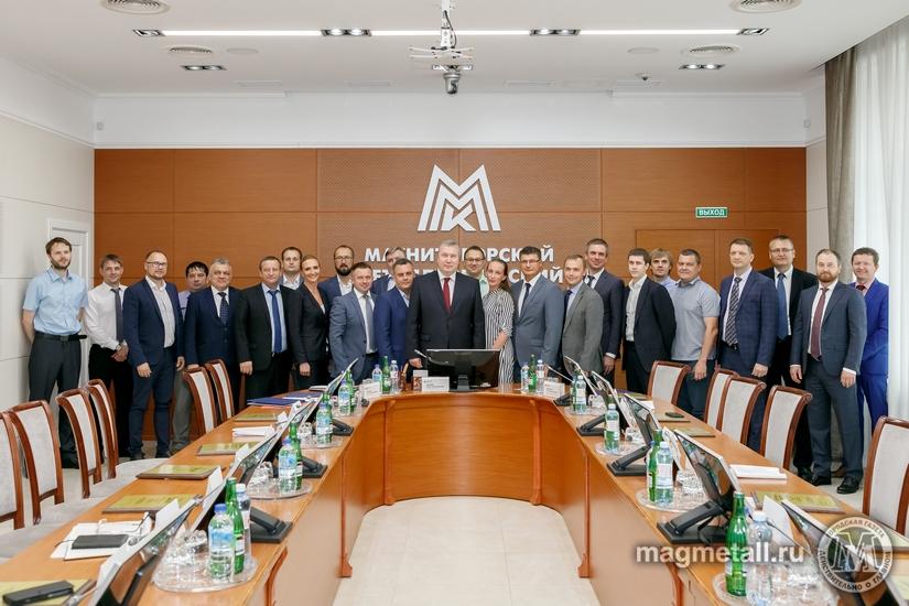 Генеральный директор ПАО «Магнитогорский металлургический комбинат» (ММК) Павел Шиляев вручил наг