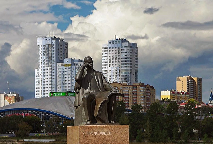 Специально к юбилейной дате виртуальный концертный зал Челябинской филармонии, которая носит имя