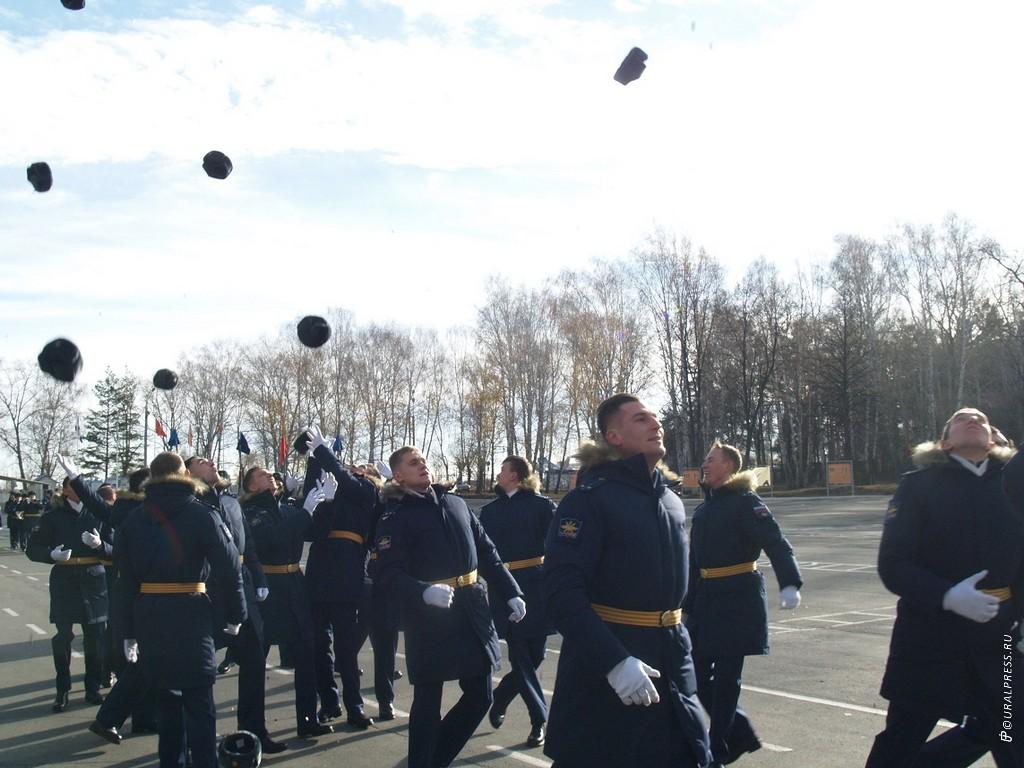 Первый выпуск лейтенантов-операторов беспилотников прошел в Челябинске в военном училище штурмано