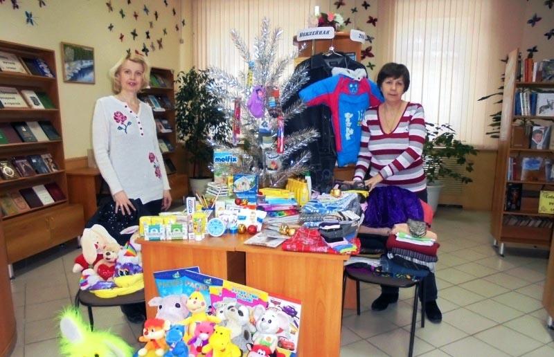 Ее инициатором выступила городская библиотека №14 имени Гоголя. Там собирают подарки для детей из