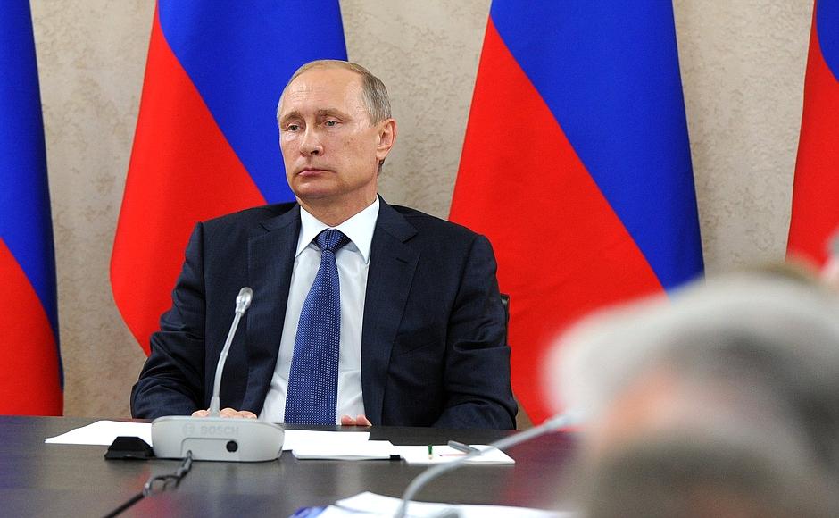 Российский лидер поблагодарил крымские власти, отметив высокую организацию работы на участке стро