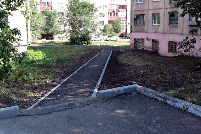 В Магнитогорске полным ходом идут работы по благоустройству внутриквартальных территорий в рамка