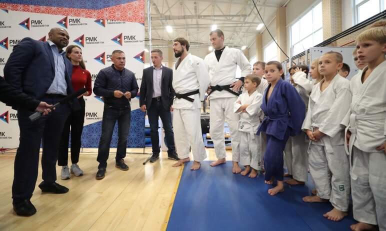 Звёзды мирового спорта посетили физкультурно-оздоровительный комплекс Русской медной компании (АО