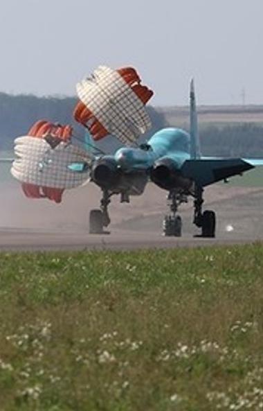 Бомбардировщики Су-34 второго смешанного авиационного полка, дислоцирующегося в Челябинске, призе
