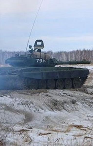 Танковый полк танковой дивизии Центрального военного округа (ЦВО) преодолел поле радиоуправляемых