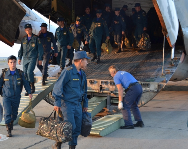 30 военнослужащих во главе с начальником центра подполковником Павлом Шпеньковым вылетели на Ямал