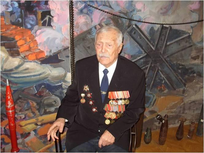 Дмитрий Евгеньевич Зайцев — ветеран Великой Отечественной войны. На его кителе красуются орден Кр
