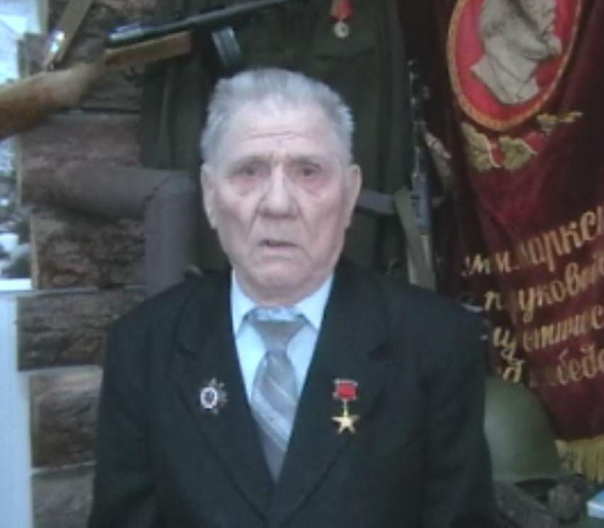 Александр Федорович Ананьин родился в 1926 году в Курганской области Куртамышского района. Семья