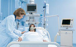 Высокие гости побывали в палатах интенсивной терапии, где на сегодня получают лечение больные с и