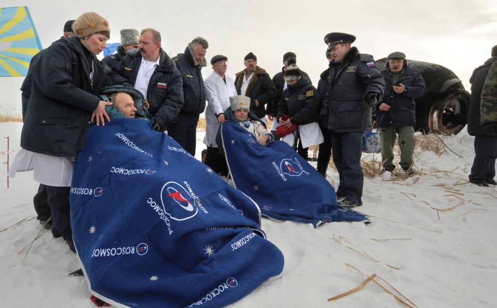 Максим Сураев и Джеффри Уильямс (экипаж «Союза ТМА-16») прилетели в столицу в 22.30. В аэропорту