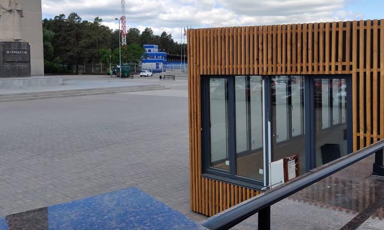 В Челябинске спустя полгода убрали киоски, установленные возле объекта культурного наследия – пам