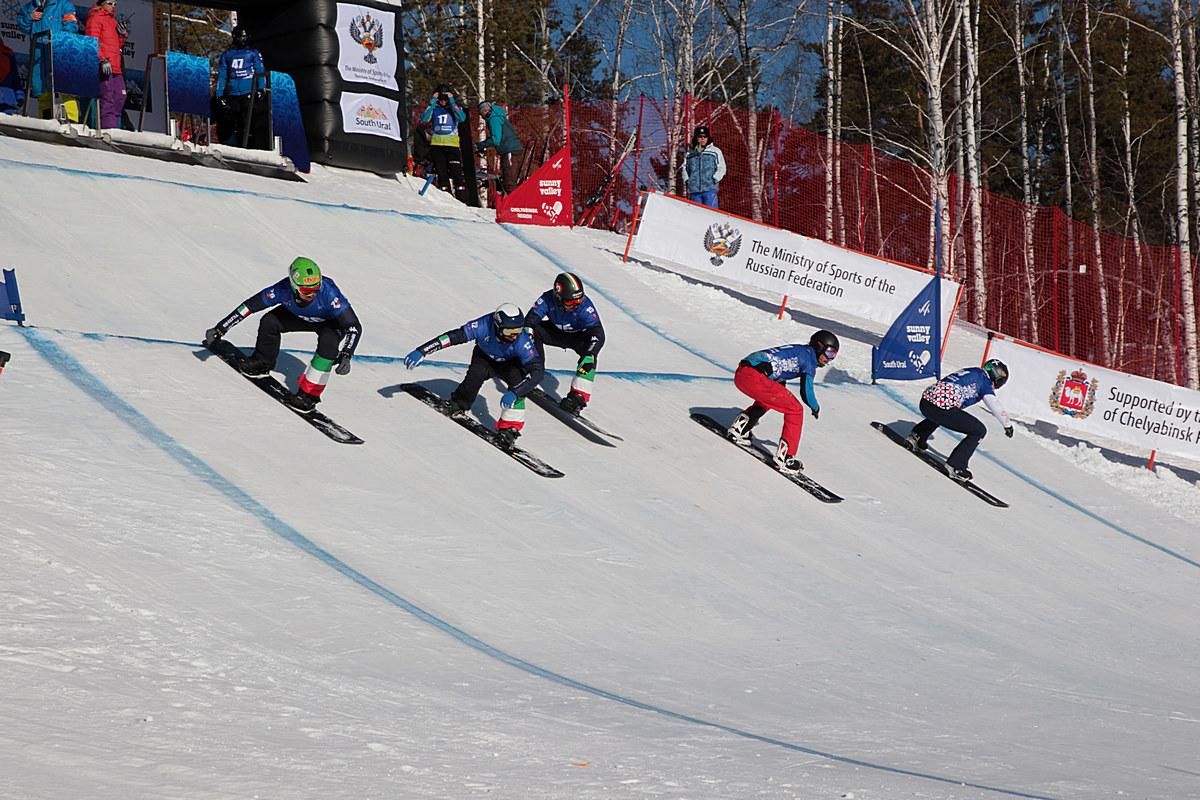 Профессиональные райдеры, технические специалисты, представители российских и международных спорт