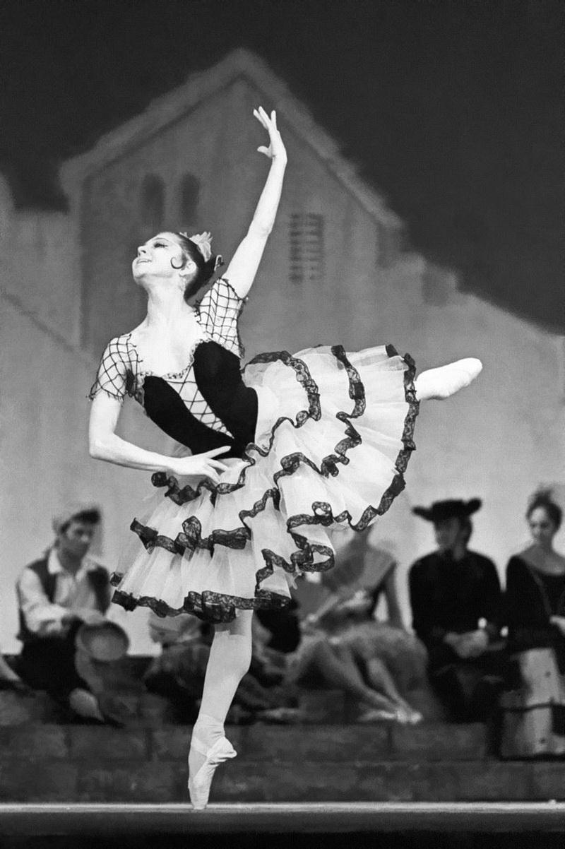 Фестиваль «В честь Екатерины Максимовой» появился в 2002 году еще при жизни великой балерины. Иде