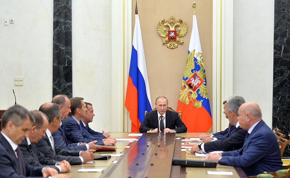 Как сообщает пресс-служба главы государства, в совещании приняли участие председатель правительс