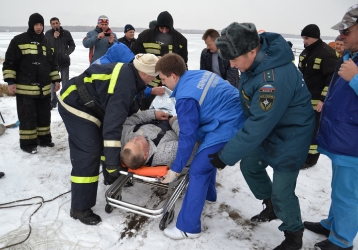 Трагедия произошла год назад, в начале ноября. Страсть к рыбалке по первому льду унесла жизнь дво