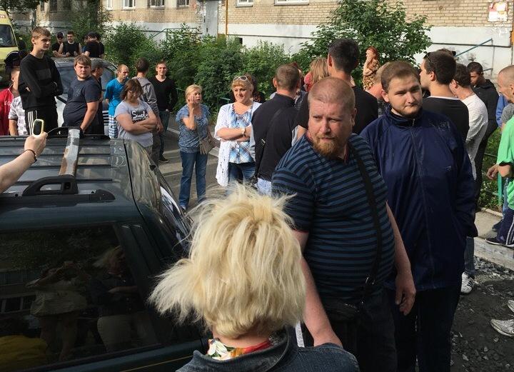 В Челябинске конфликт между застройщикоми местными жителями перерос в кровавые разборки. В ход и