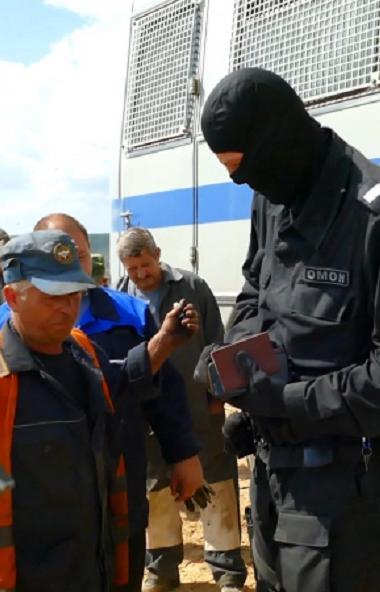 Сотрудники полиции областного главка МВД провели проверку полигона твердых бытовых отходов. К раб