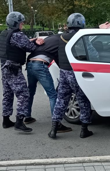 Вчера, 18 августа, Росгвардия провела в Челябинске показательную тренировку сотрудников вневедомс