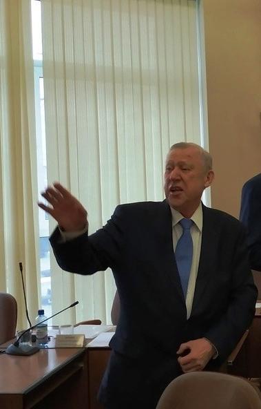 У бывшего главы Челябинска Евгения Тефтелева, которого обвиняют в махинациях при строительстве шк