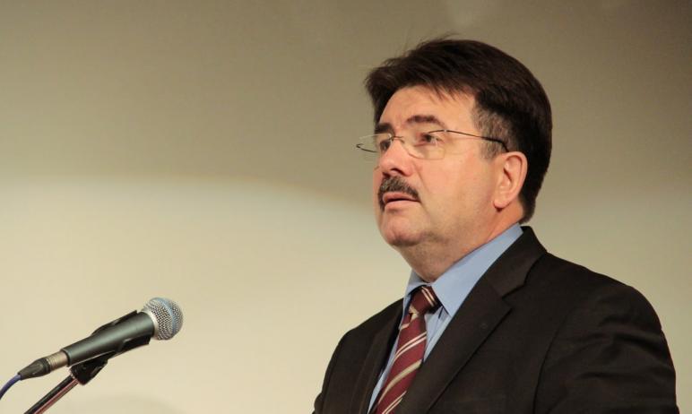 В Челябинске умер профессор Челябинского государственного университета Алексей Шумаков. Об этом н
