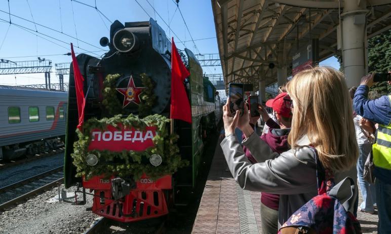 Накануне Дня Победы, восьмого мая, в Челябинской области ретропоезд на паровой тяге отправился с