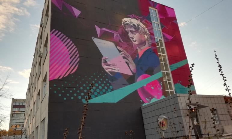 Посол Италии в России Паскуале Терраччано впечатлился граффити «Цифровой Давид», размещенном на з