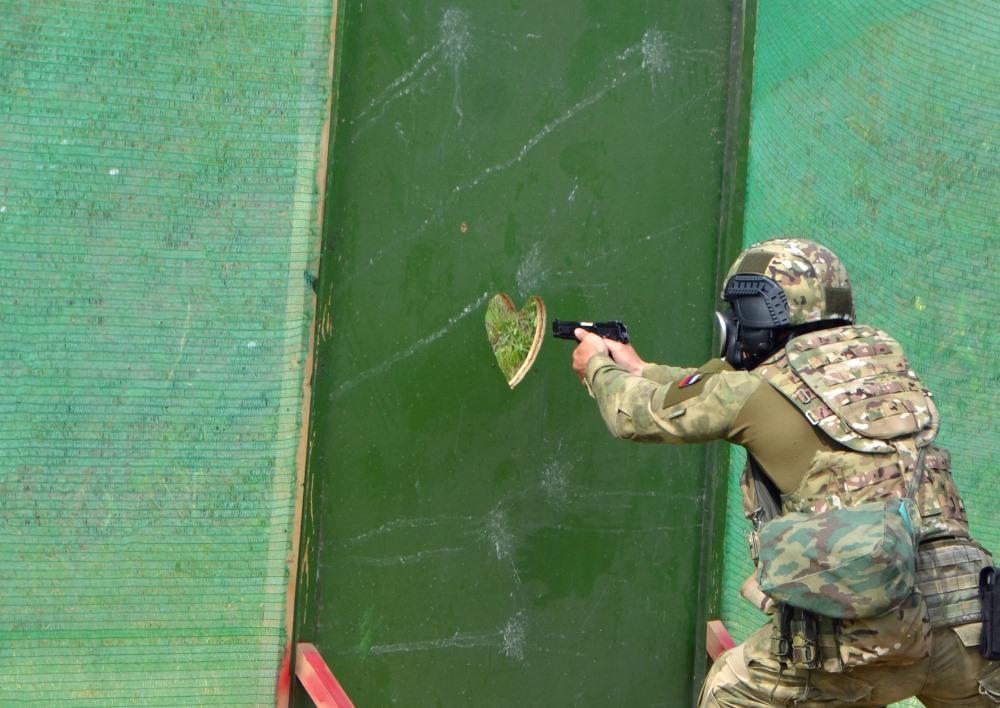 В Челябинске почтили память сотрудника спецназа «Урал» регионального ГУФСИН Евгения Ряховского. В