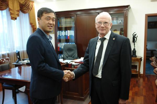 У бизнесменов Челябинской области в Китае появилось доверенное лицо. Предприниматель Хуан Сэньиз