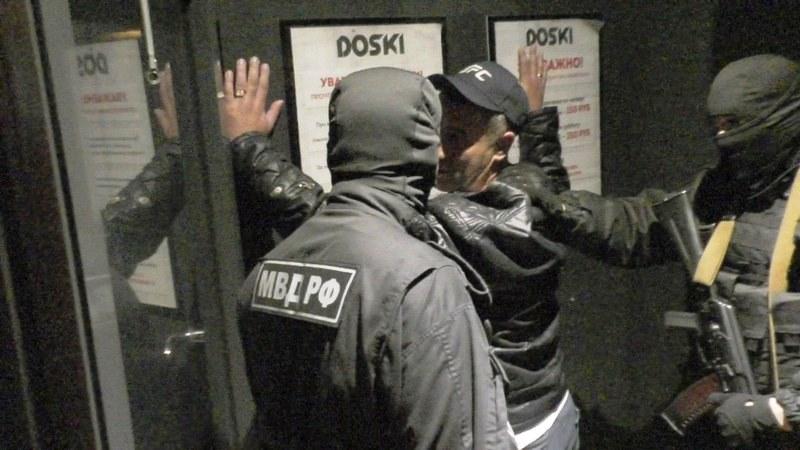Челябинские полицейские наведались в бар «Доски», на который постоянно жалуются горожане. В питей