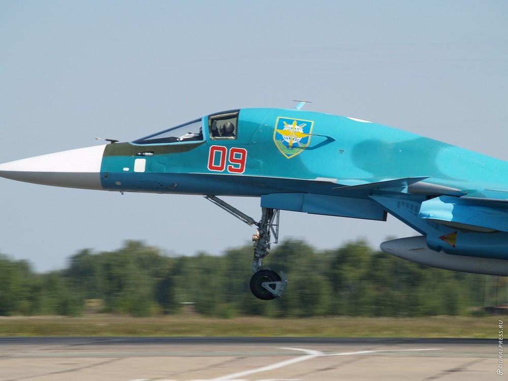 В небе над Челябинском «утята», как ласково называют летчики свои истребители СУ-34, впервые отра