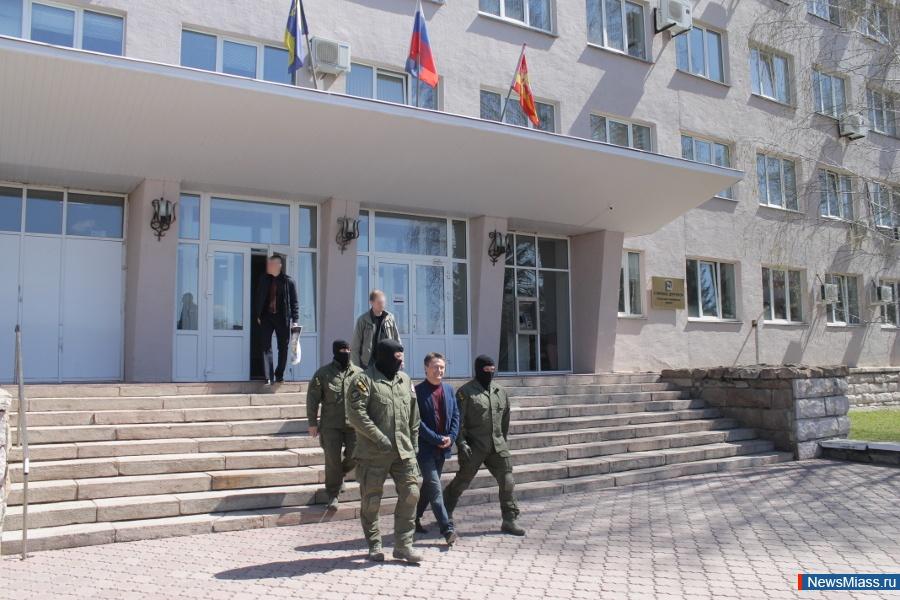 Глава Миасса (Челябинская область) Геннадий Васьков задержан силовиками. Его вывели из администра