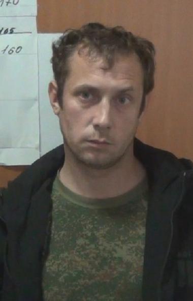 Полицейские задержали челябинца, который облил вывеску регионального отделения партии «Единая Рос