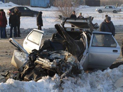 На перекрестке улиц Радонежская – Матросова 30-летняя девушка, двигаясь с пассажиром на автомобил