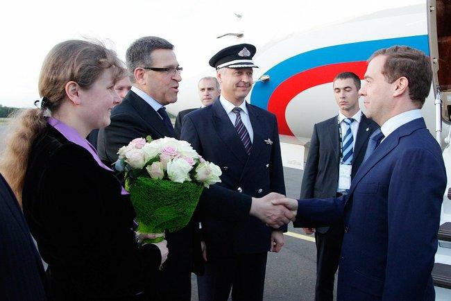 Как сообщает пресс-служба Кремля, президент РФ Дмитрий Медведев прибыл во Францию накануне вечеро