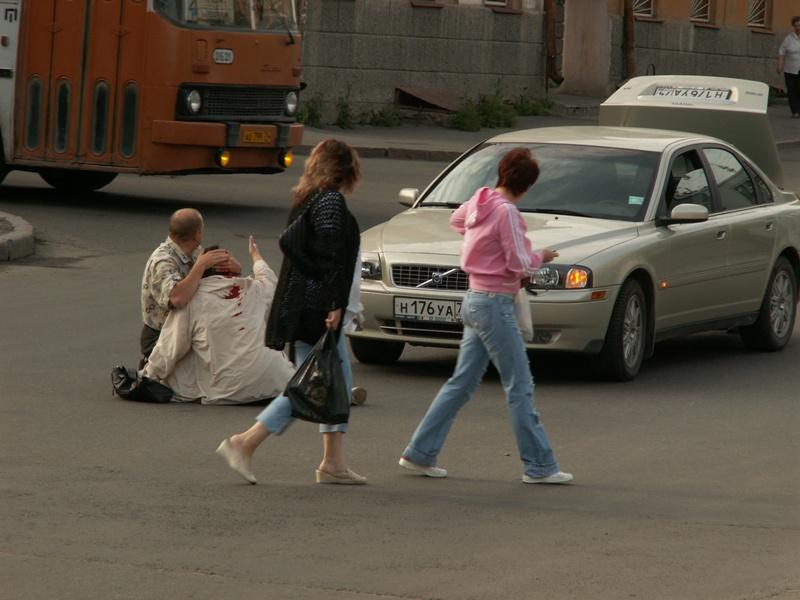 Вчера, 13 января, в 11 часов вечера на Комсомольском проспекте, 74 водитель автомобиля В