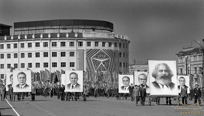 Наверное, только в Советском Союзе первомайские праздничные демонстрации несли так